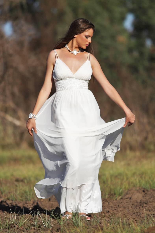 שמלת כלה יפה ופשוטה