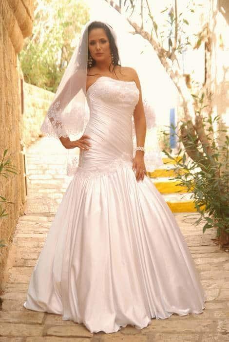 שמלת כלה קלאסית צמודה בחלק עליון