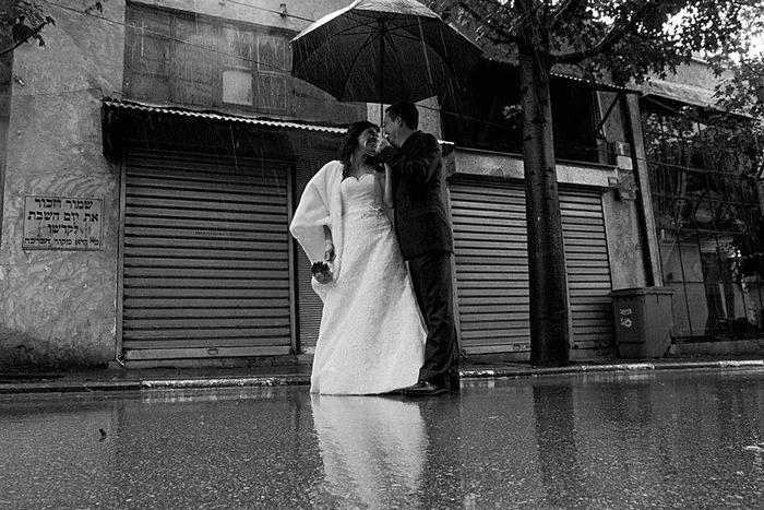 שמלת כלה בגשם