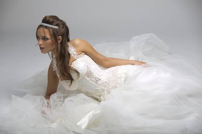 שמלת כלה משיפון עם מחוך