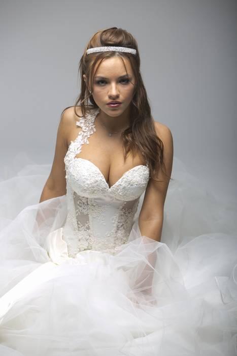 שמלת כלה סקסית עם מחוך
