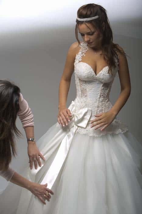 שמלת כלה חושנית עם סרט
