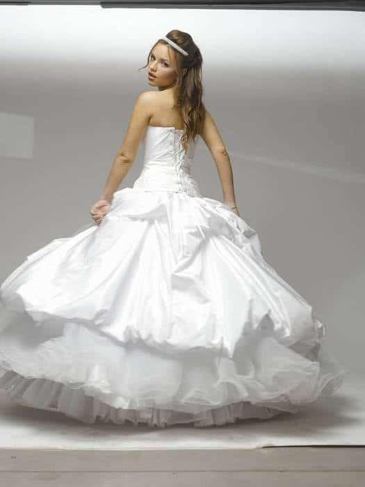 שמלת כלה נפוחה עם תוספת