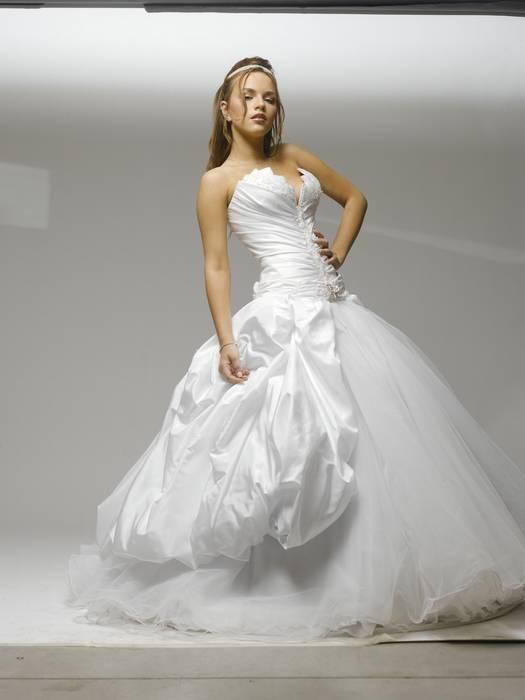 שמלת כלה נפוחה סטרפלס