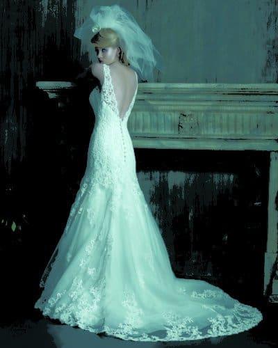 שמלת כלה עם מחשוף בגב
