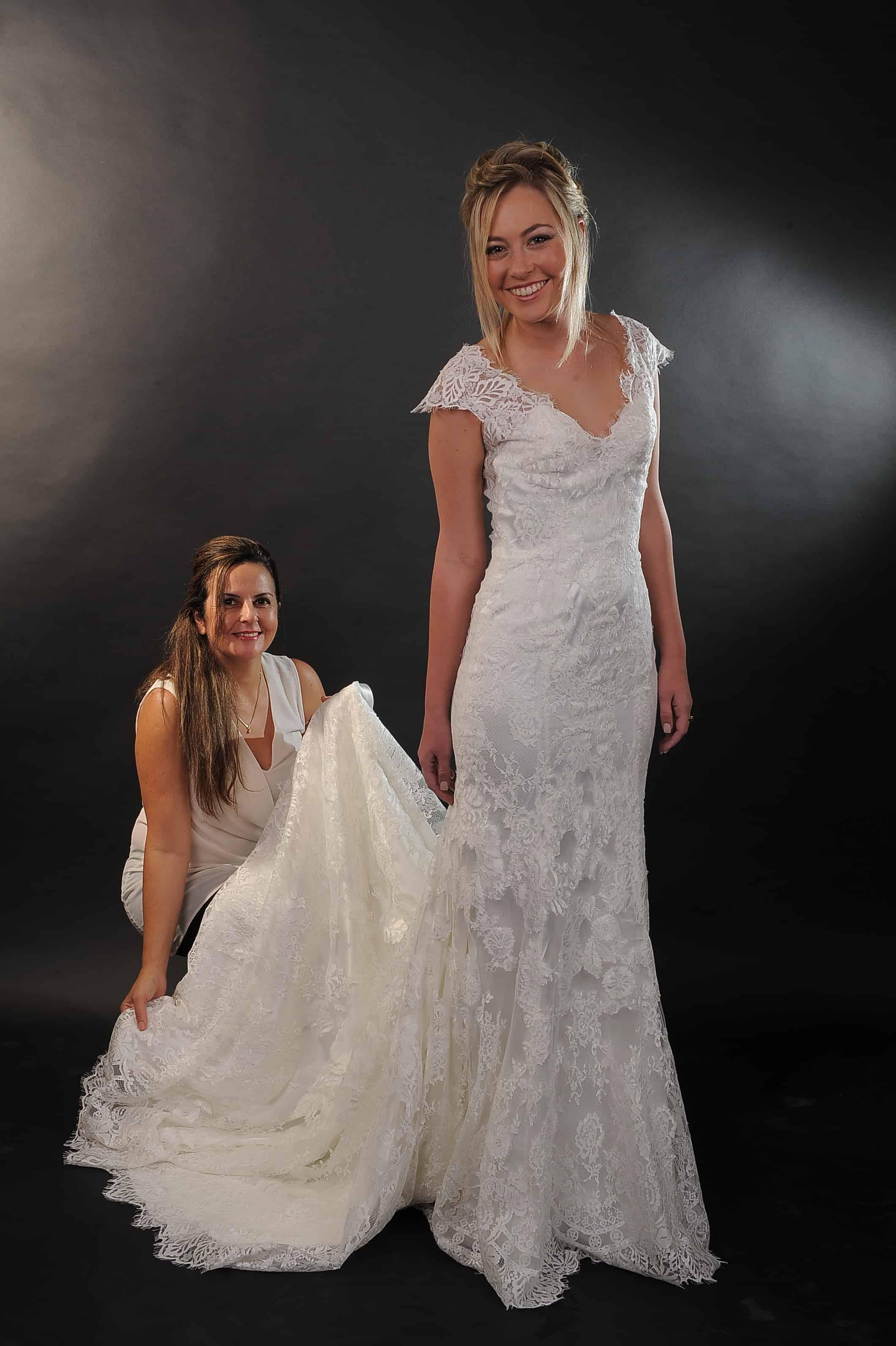 שמלת תחרה עם שובל