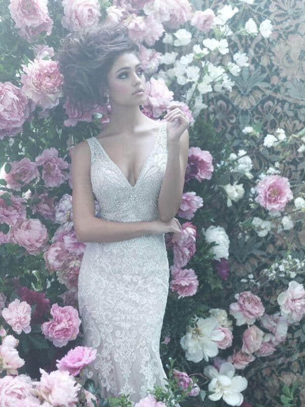 שמלת כלה תחרה עם מחשוף V