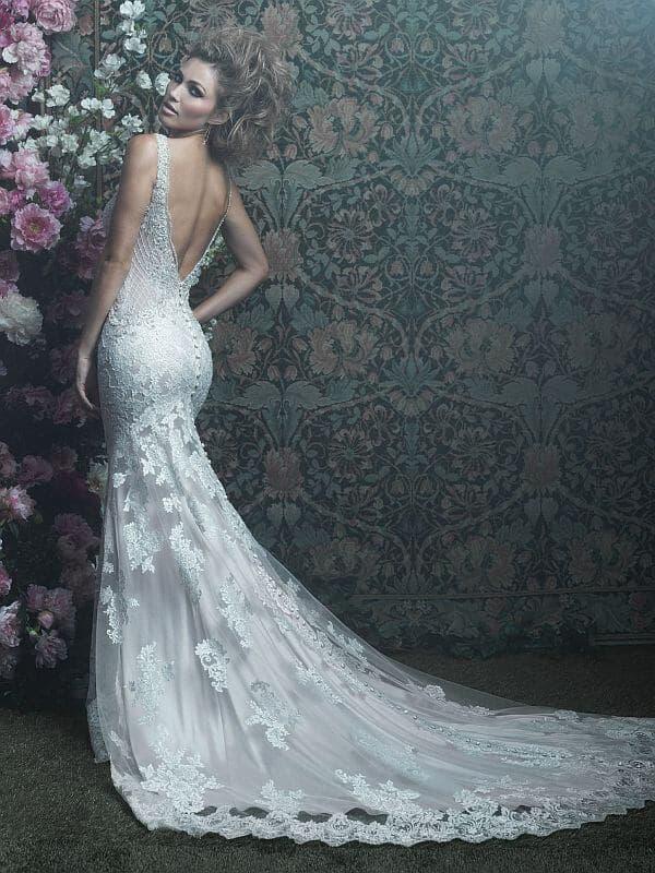 שמלת כלה עם שובל וגב חשוף