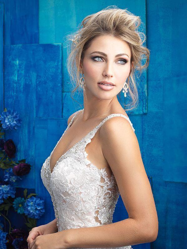 שמלת כלה מחשוף תחרה