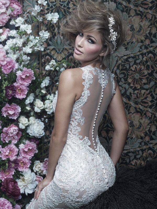 שמלת כלה גב כפתורים ותחרה