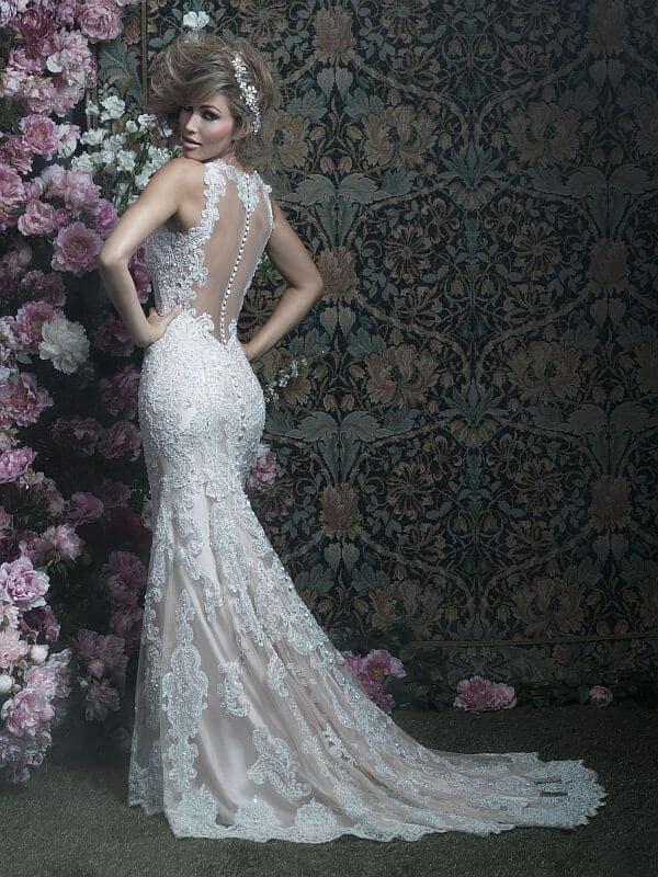 שמלת כלה צמודה עם גב תחרה