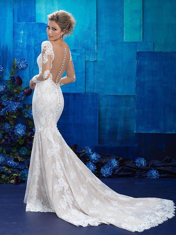 שמלת כלה עם שרוולים ארוכים וגב פתוח
