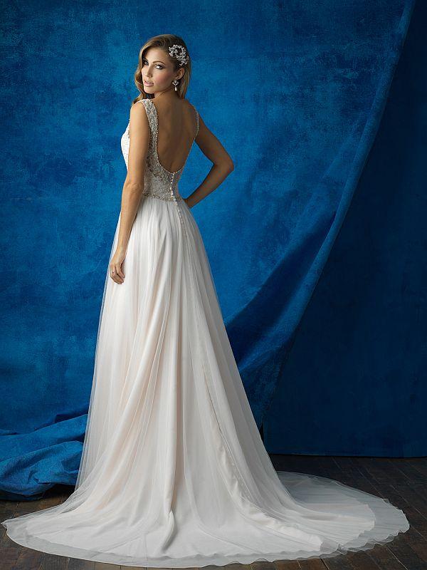 שמלת כלה נשפכת גב פתוח