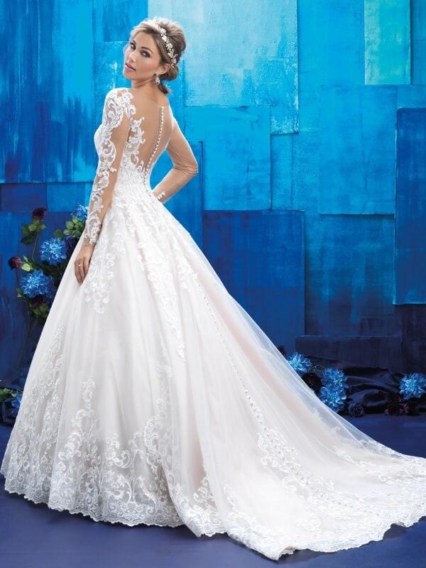 שמלת כלה נסיכותית נשפכת