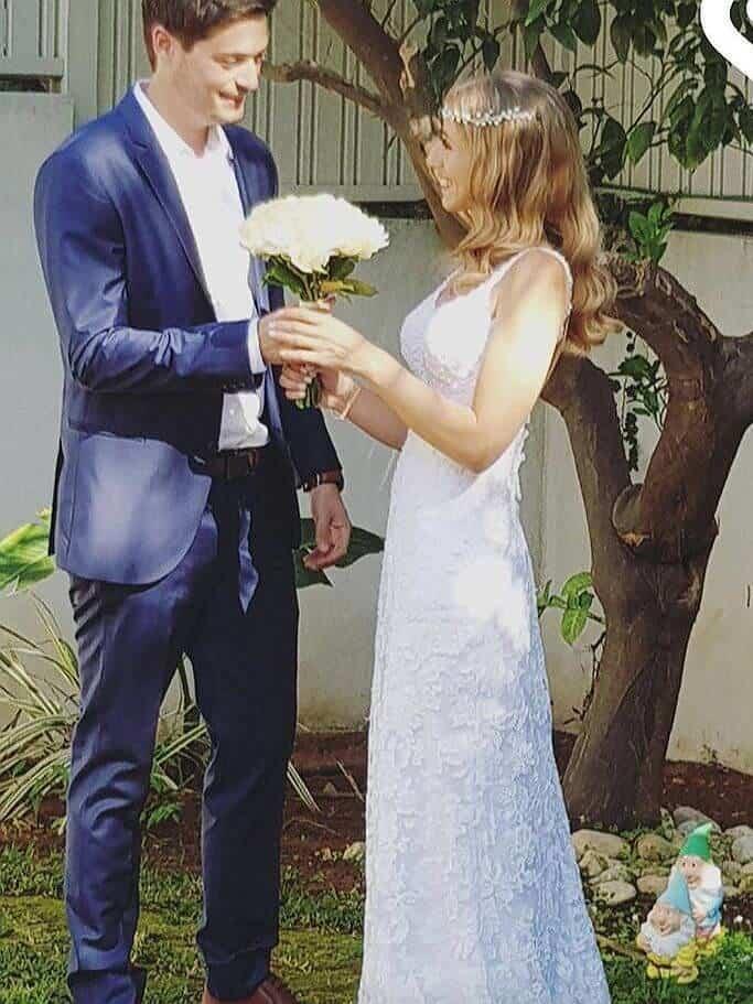שמלת כלה תחרה עם פרחים