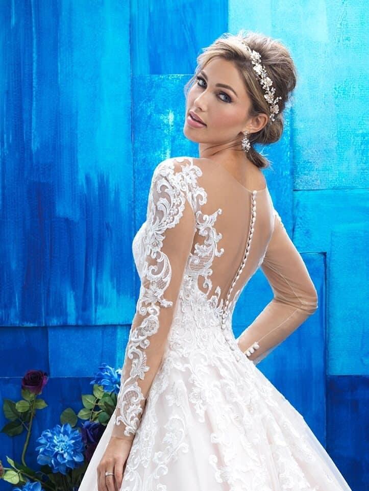 שמלת כלה נפוחה עם תחרת אשליה