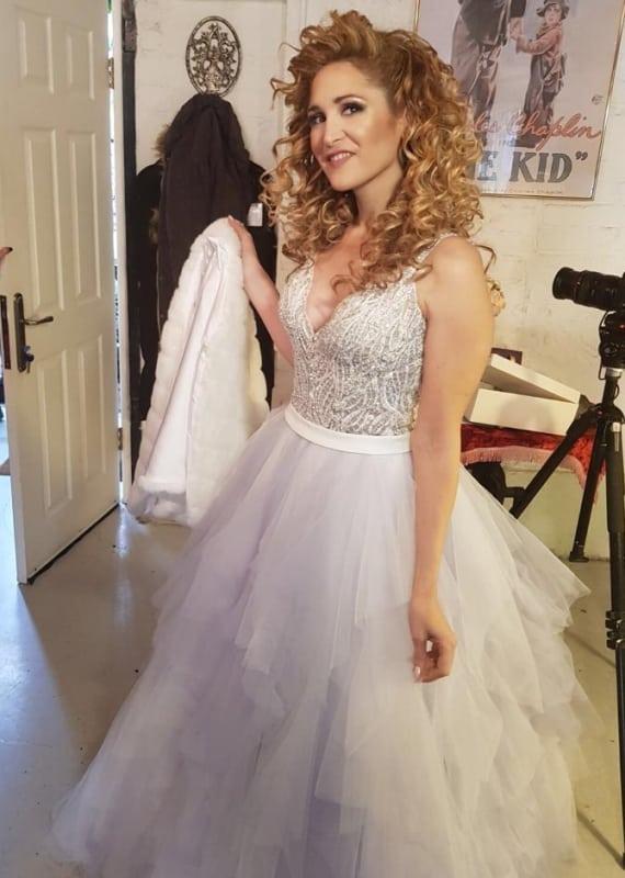 שמלת כלה עם שכבות תחרה