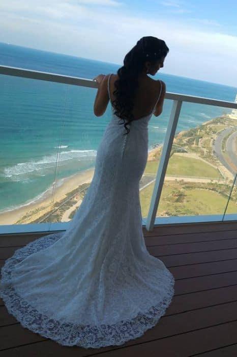 שמלת כלה צמודה עם תחרה