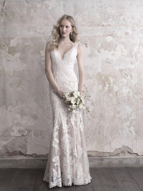 שמלת כלה קלאסית צמודה