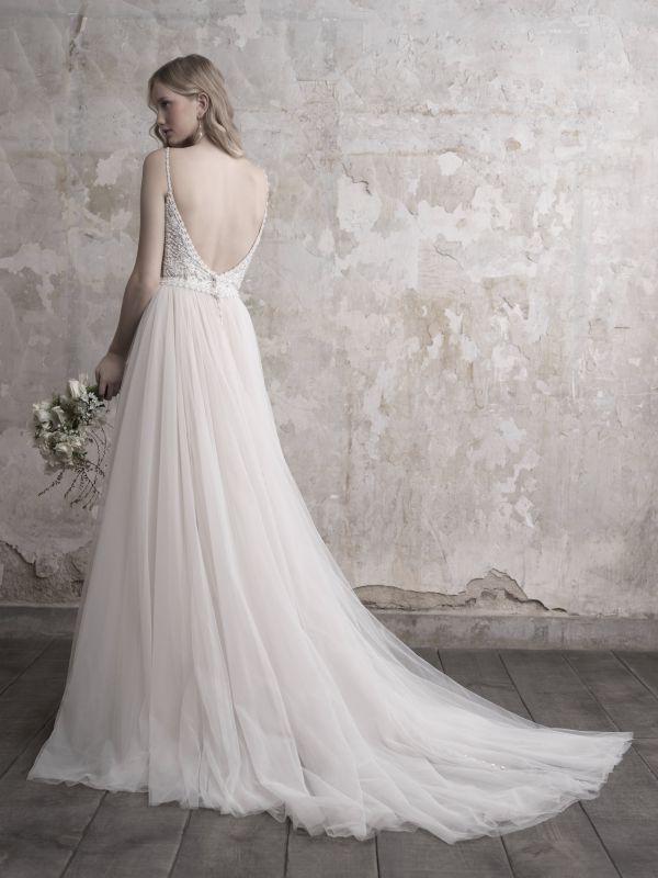 שמלת כלה עם חצאית טול נשפך