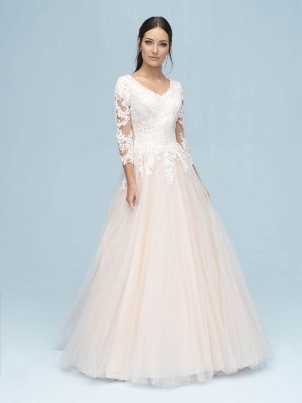 שמלת כלה צנועה עם שרוולי תחרה