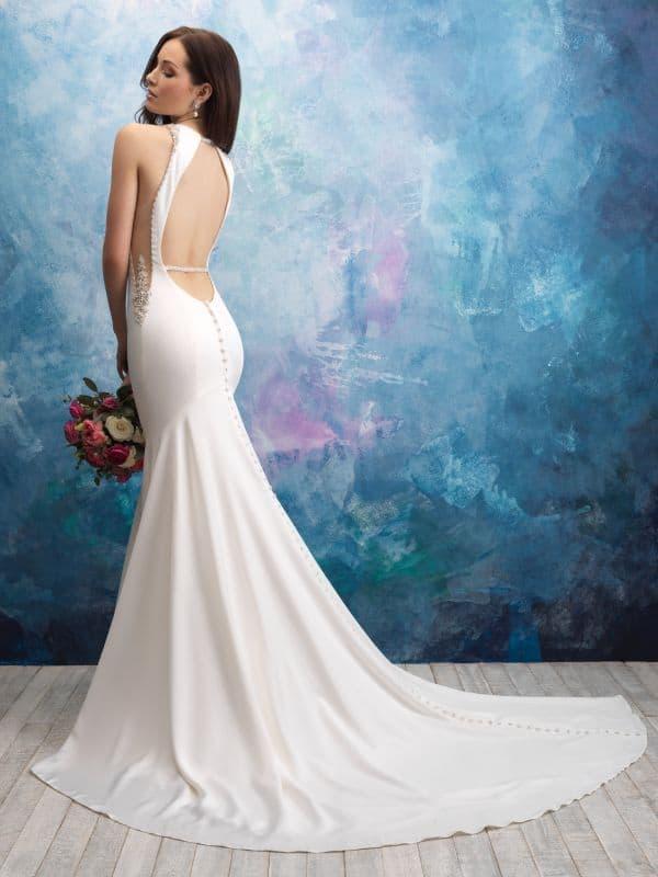 שמלת כלה קלאסית עם מפתח בגב
