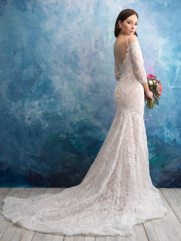 שמלת כלה תחרה עם גב פתוח