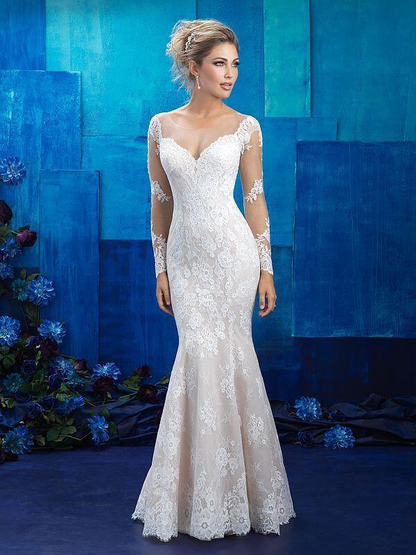 שמלת כלה צמודה עם שרוולים ארוכים