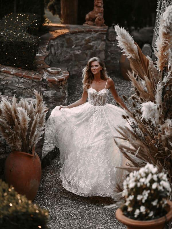 שמלת כלה עם מחוך שקוף