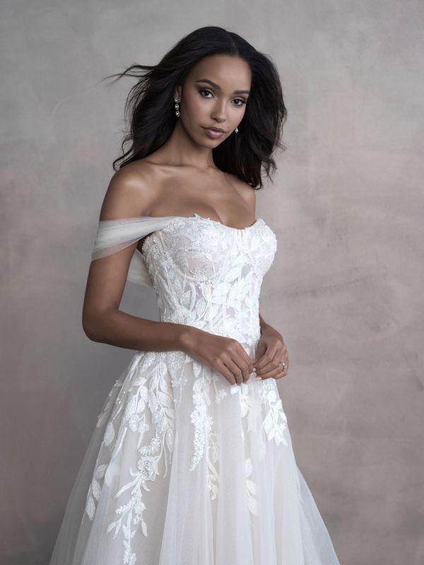 שמלת כלה עם מחוך רקום