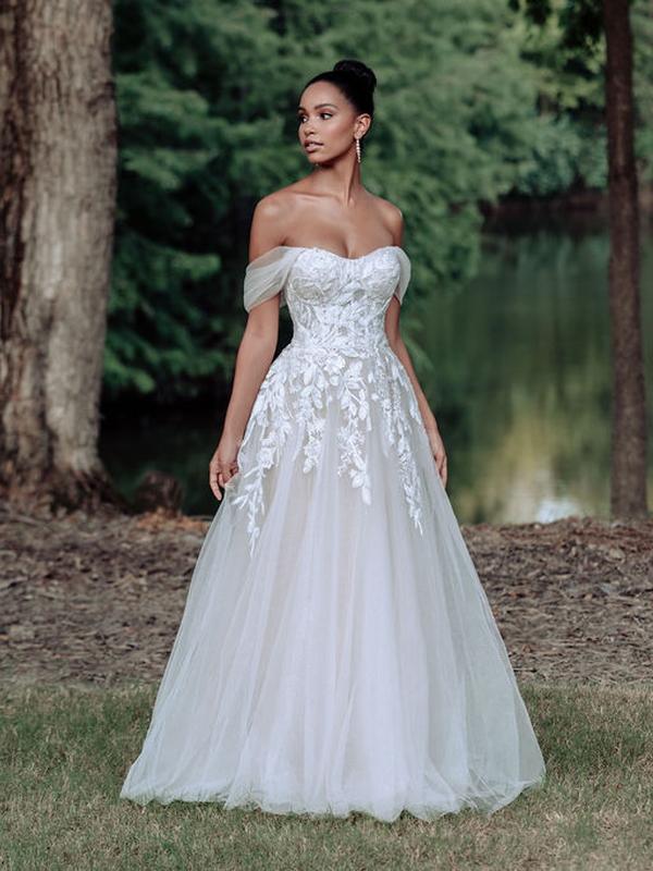 שמלת כלה עם שרוולים נופלים